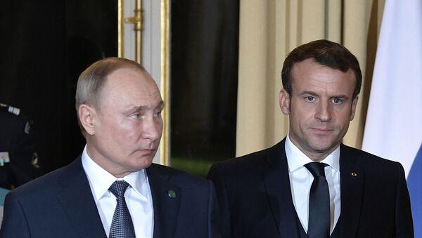 Predsednici Rusije i Francuske, Vladimir Putin i Emanuel Makron, dolaze na sastanak normandijske četvorke u Parizu - Sputnik Srbija