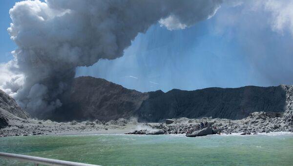 Ерупција вулкана Бело острво на Новом Зеланду - Sputnik Србија