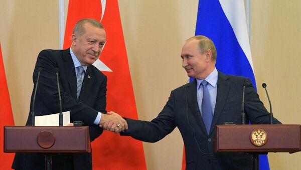 Predsednici Turske i Rusije, Redžep Tajip Erdogan i Vladimir Putin, na zajedničkoj konferenciji za medije nakon sastanka u Sočiju - Sputnik Srbija