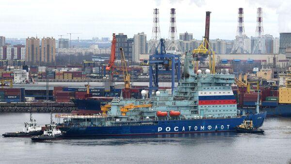 Нуклеарни ледоломац Арктик за време тестирања у Санкт Петербургу - Sputnik Србија