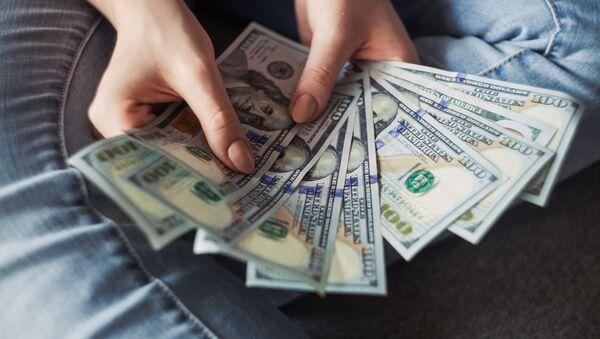 Банке и платни системи чине све како би обесхрабрили људе да користе папирни новац - Sputnik Србија