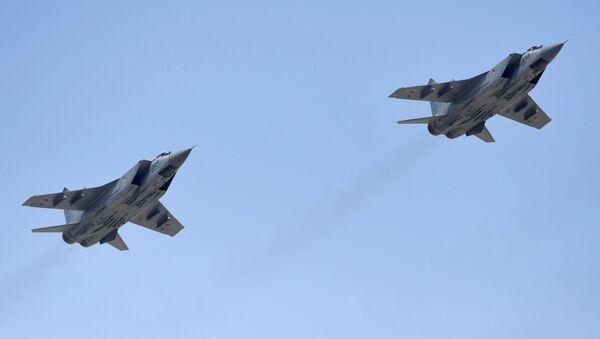 Višenamenski lovci MiG-31  - Sputnik Srbija