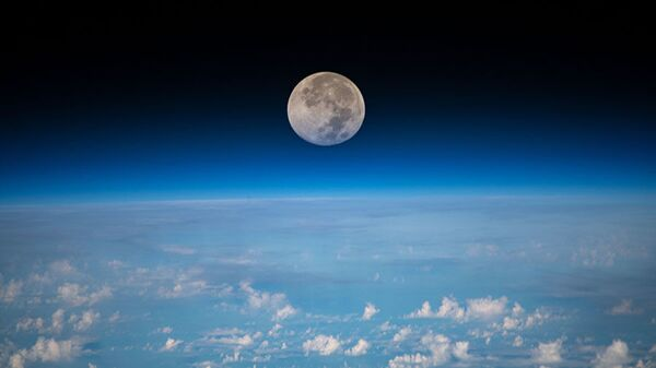 Пун Месец изнад Тихог океана - Sputnik Србија