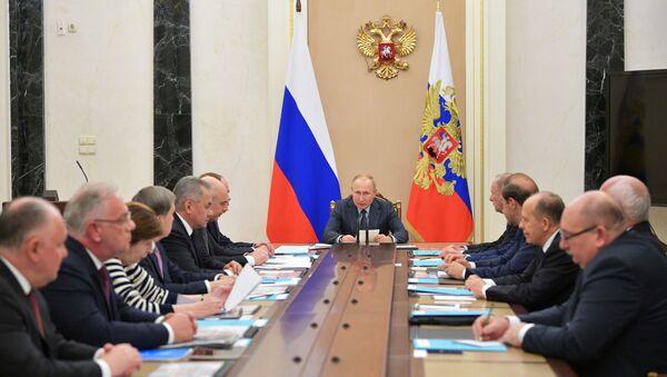 Председник Русије Владимир Путин на састанку комисије за војно-техничку сарадњу Русије са страним земљама - Sputnik Србија