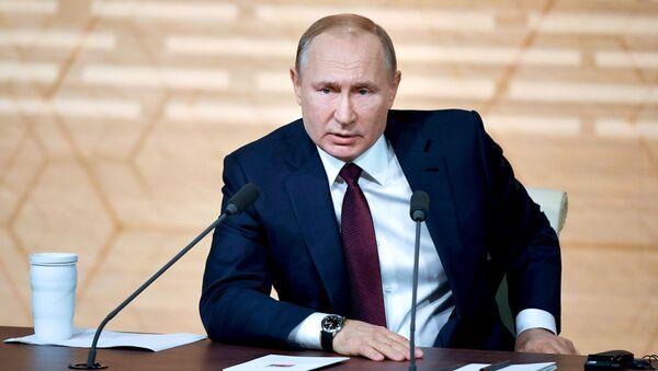 Prezident Rossii Vladimir Putin na ežegodnoй bolьšoй press-konferencii - Sputnik Srbija