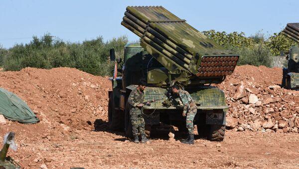 Vojnici sirijskih vladinih snaga zauzimaju položaje u blizini Manbidža - Sputnik Srbija