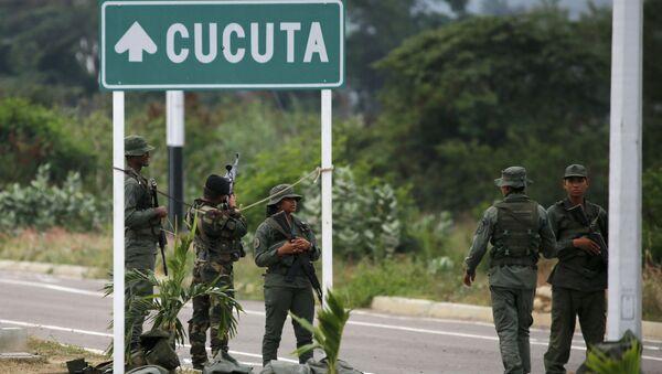 Pripadnici vojske Venecuele na međunarodnom mostu Tjenditas - Sputnik Srbija