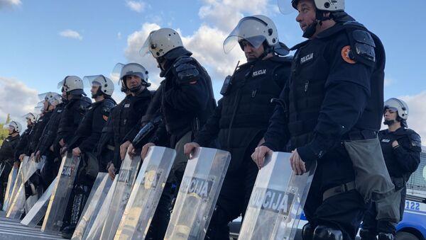 Полицијски кордон спречава демонстранте да дођу до Скупштине - Sputnik Србија