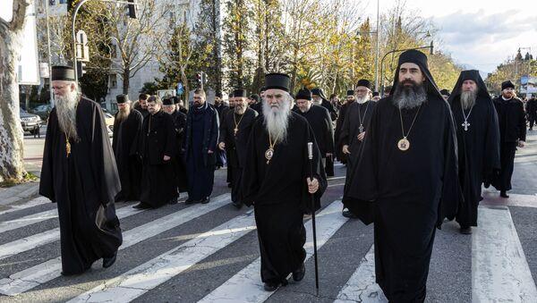 Sveštenstvo Srpske pravoslavne crkve u Crnoj Gori na protestu protiv usvajanja verskog zakona kojim će se otvoriti put za oduzimanje crkvene imovine - Sputnik Srbija