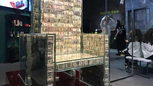 Шта је трон, стакло или милион долара?  - Sputnik Србија