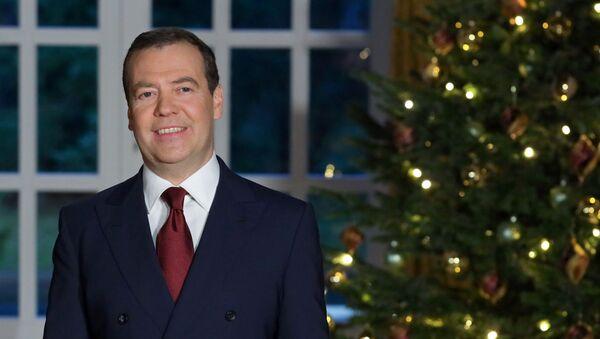 Ruski premijer Dmitrij Medvedev čestitao Rusima Novu godinu - Sputnik Srbija
