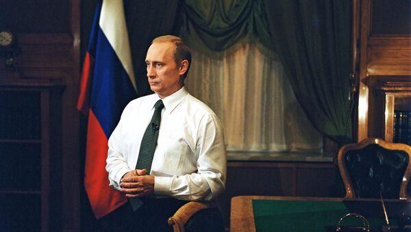 Фотография Владимира Путина в рабочем кабинете - Sputnik Србија