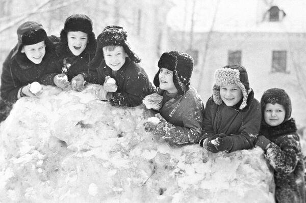 Зимски празници школске деце Череповцу, 1971.  - Sputnik Србија