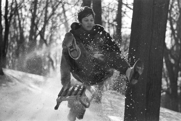 Скијање на планини током зимског распуста, 1976. - Sputnik Србија