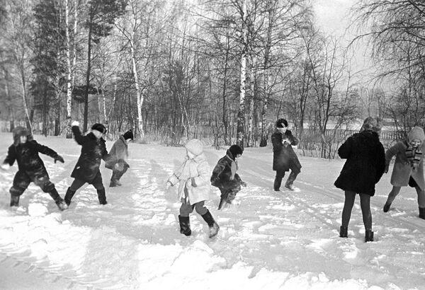 Деца се грудвају, 1969. - Sputnik Србија