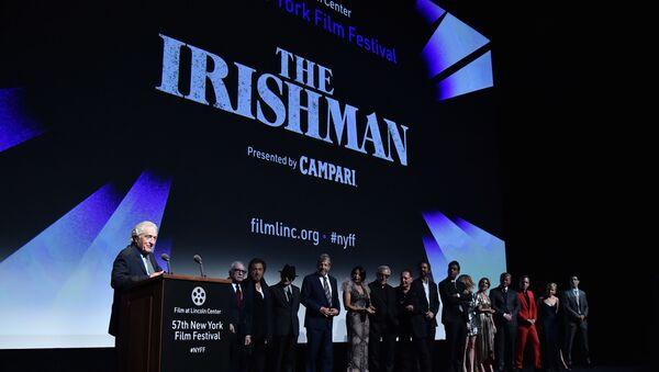 Роберт Дениро за говорницом пред премијеру филма Ирац у Њујорку - Sputnik Србија