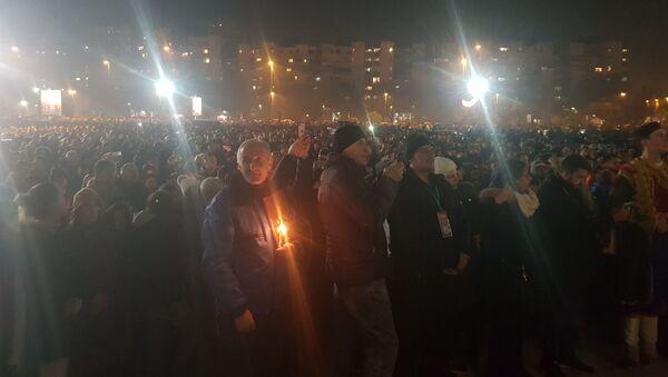 Верници испред Храма Христа спаситеља у Подгорици - Sputnik Србија