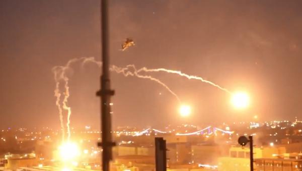 Амерички хеликоптер Апач над Багдадом. - Sputnik Србија