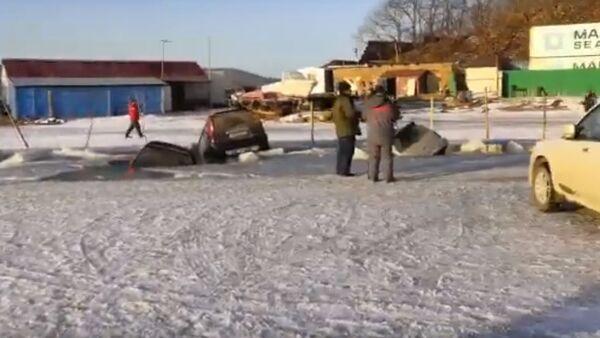Аутомобили пропали кроз лед у Владивостоку - Sputnik Србија