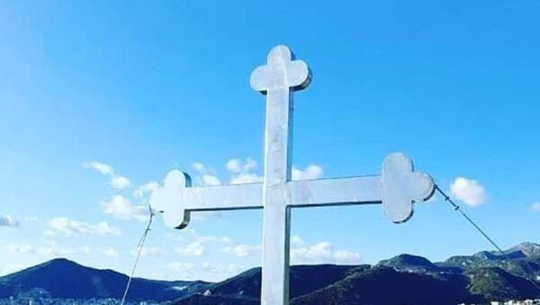 Освануо крст изнад Бечића - Sputnik Србија