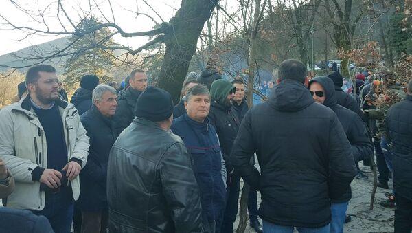 На налагање бадњака код Цетињског манастира стигао је и Алекса Бечић са посланицима Демократске Црне Горе - Sputnik Србија