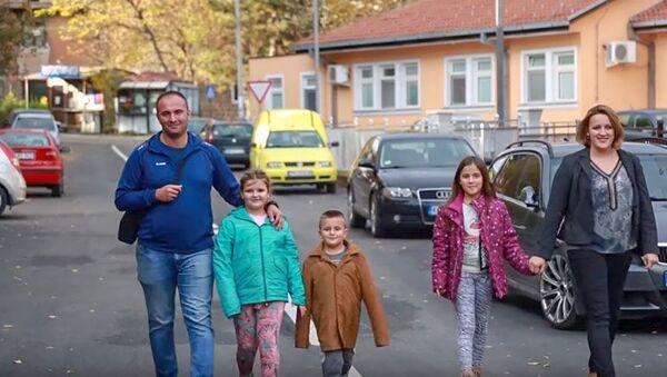 Porodica Ilić iz Kosovske Mitrovice. - Sputnik Srbija