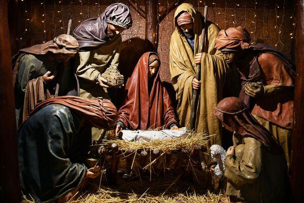 Božićna scena u Petro-Pavlovskom hramu u Simferopolju - Sputnik Srbija