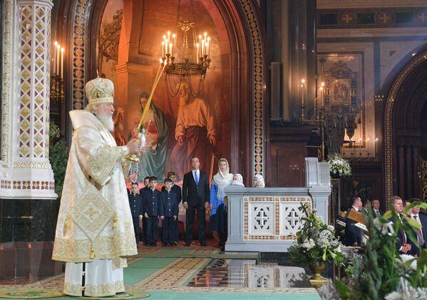 Patrijarh moskovski i cele Rusije Kiril tokom božićne liturgije u Hramu Hrista Spasitelja u Moskvi. - Sputnik Srbija