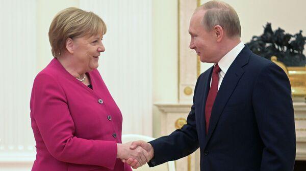 Сусрет немачке канцеларке Ангеле Меркел и председника Русије Владимира Путина у Москви - Sputnik Србија