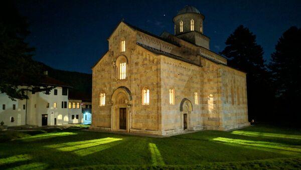 Četiri puta napadan oružano, manastir Viskoki Dečani je najčešće napadan objekat, ne samo Srpske Pravoslavne Crkve, već hrišćanski,na teritoriji Evrope od Drugog svetskog rata. - Sputnik Srbija