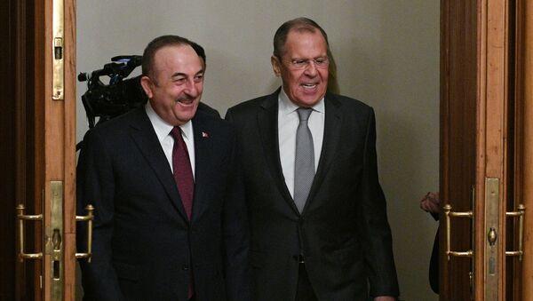 Министри спољних послова Турске и Русије, Мевлут Чавушоглу и Сергеј Лавров, на састанку у Москви - Sputnik Србија