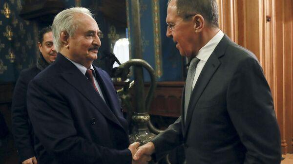 Libijski general Halifa Haftar i ministar spoljnih poslova Rusije Sergej Lavrov na sastanku u Moskvi - Sputnik Srbija
