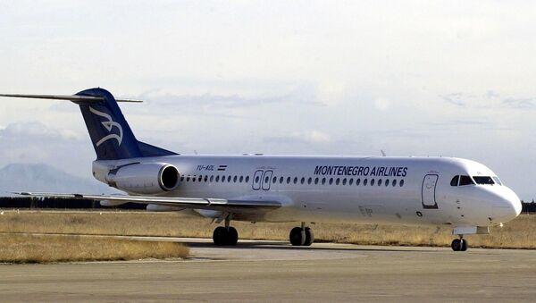 Avion kompanije Montenegro erlajnz na aerodromu Golubovci. Arhivska fotografija - Sputnik Srbija