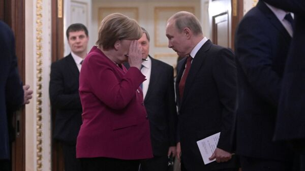 Ruski predsednik Vladimir Putin i nemačka kancelarka Angela Merkel - Sputnik Srbija