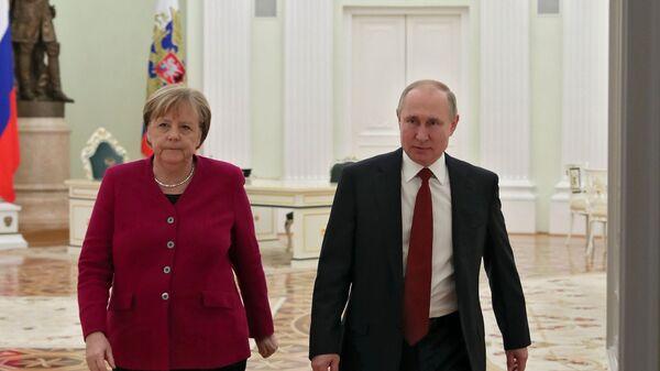 Руски председник Владимир Путин и немачка канцеларка Ангела Меркел - Sputnik Србија