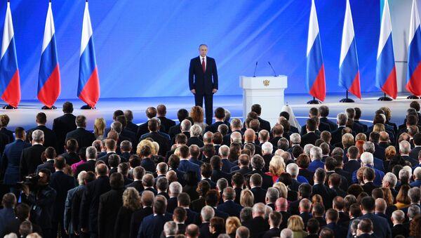 Ruski predsednik Vladimir Putin pred poslanicima Federalne skupštine - Sputnik Srbija