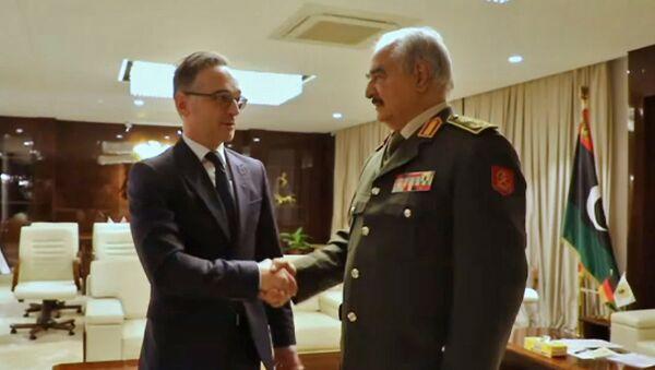 Министар спољних послова Немачке Хајко Мас и генерал Либијске националне армије Халифа Хафтар на састанку у Бенгазију - Sputnik Србија