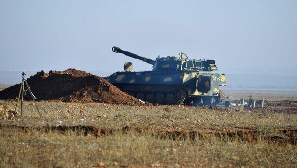 Oklopno vozilo nedaleko od puta u sirijskoj provinciji Idlib - Sputnik Srbija