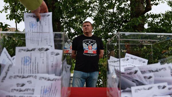 Glasanje građana Donbasa na refendumu o statusu Donjecke Narodne Republike - Sputnik Srbija