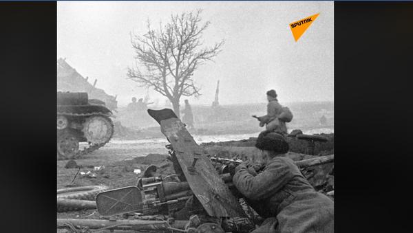 Sovjetski vojnici pred Varšavom  - Sputnik Srbija
