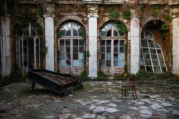 Напуштени дворац у Пољској - Sputnik Србија