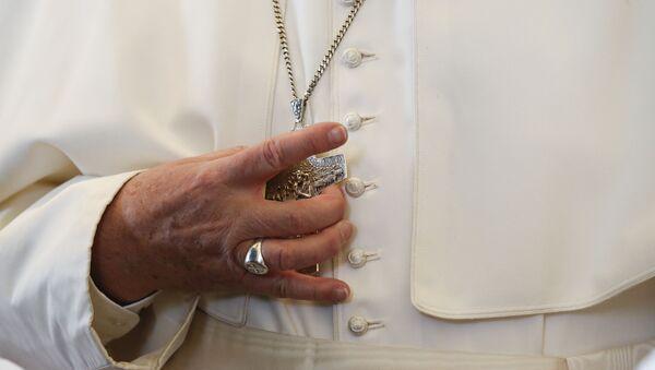 Католички крст у рукама папе - Sputnik Србија