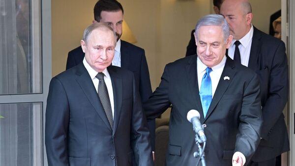 Председник Русије Владимир Путин и премијер Израела Бењамин Нетанијаху пре састанка у Тел Авиву - Sputnik Србија