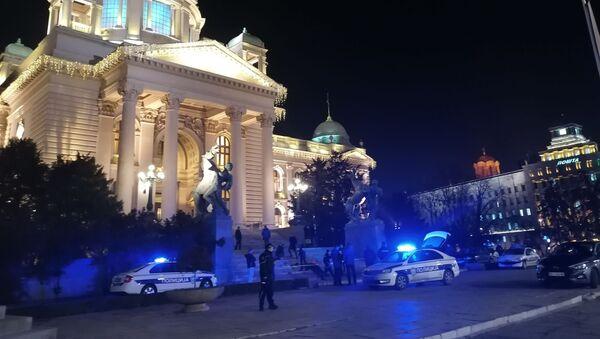 Полиција врши увиђај испред Дома Народне скупштине - Sputnik Србија
