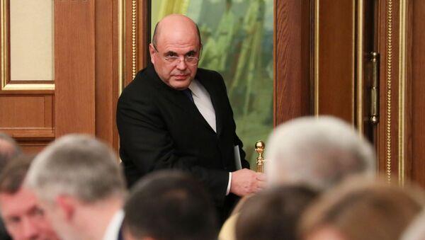 Premijer Rusije Mihail Mišustin pre početka zasedanja Vlade Rusije - Sputnik Srbija