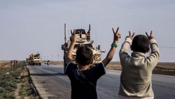 Američki vojni konvoj u blizini grada Kamišli na severu Sirije - Sputnik Srbija