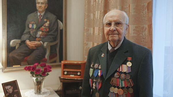 Vojnik Crvene armije, koji je učestvovao u oslobađanju Aušvica, vojni veteran Ivan Martinuškin - Sputnik Srbija