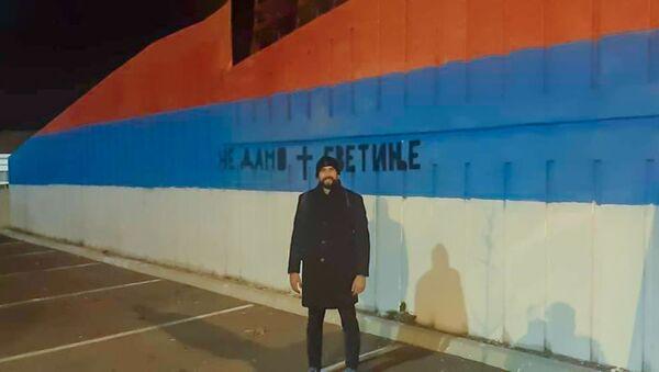 Milivoje Brdža Brković ispred murala u Podgorici - Sputnik Srbija