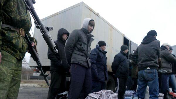 Украјински заробљеници током размене заробљеника са самопроглашеном Доњецком и Луганском народном републиком - Sputnik Србија
