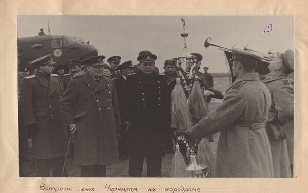 Дочек Черчила на аеродрому  - Sputnik Србија